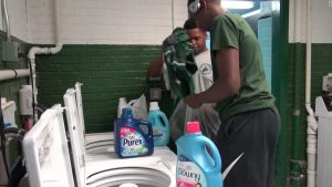 School laundromat: Principal installs one when students are bullied dirty clothes